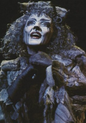 Grizabella sings Memory