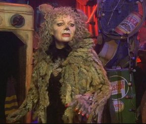 Elaine Paige as Grizabella in the Cats video