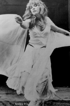 Stevie Nicks does Isadora Duncan